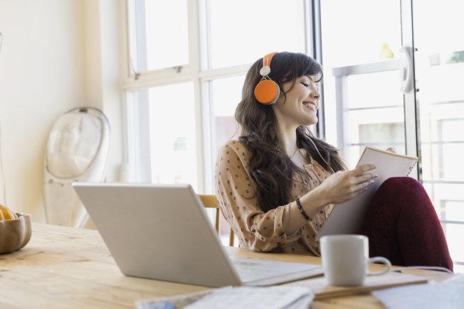 Pilih Mana? Membeli Musik atau Langganan Apple Music?