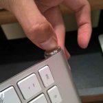 Begini Cara Mengisi Baterai Magic Keyboard