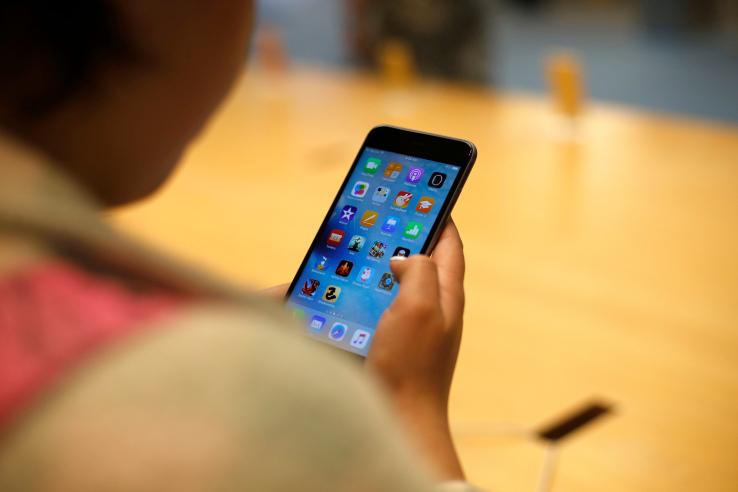 4 Perbedaan iPhone Garansi Resmi dan Garansi Distributor