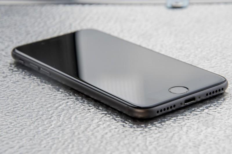 Begini Cara Memasang Headset Sambil Charge Baterai di iPhone 7 dan iPhone 7 Plus