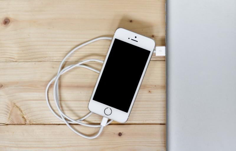 Bahaya Charge Mengisi Baterai iPhone Hingga Penuh