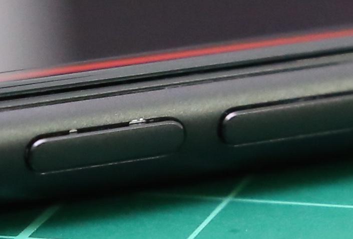 Permukaan iPhone 7 Black Matte Mudah Mengelupas?