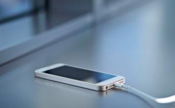 Awas! Orang Inggris Tewas Karena Kesetrum Listrik dari iPhone