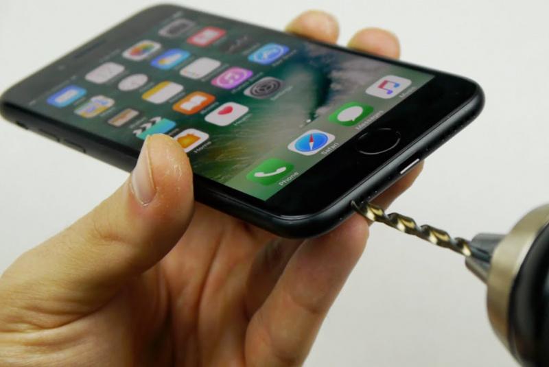 Nyata: Pria Ini Kembalikan Headphone Jack di iPhone 7