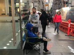 Para Fanboy Sudah Antre iPhone Baru di Depan Apple Store