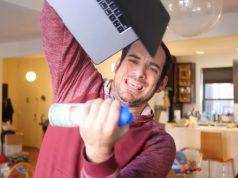 Kesal Dengan Keyboard MacBook Pro, Pria Ini Bikin Lagu Kocak