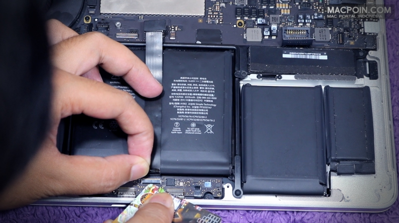 Cara Mengganti Baterai MacBook Pro Sendiri dengan Alat Seadanya
