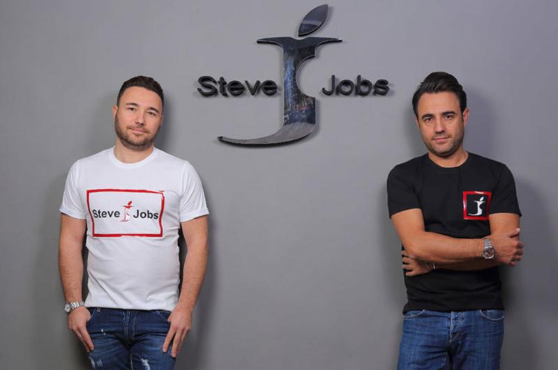 """""""Steve Jobs"""" Resmi Menjadi Merk Dagang Perusahaan Pakaian Dari Italia"""