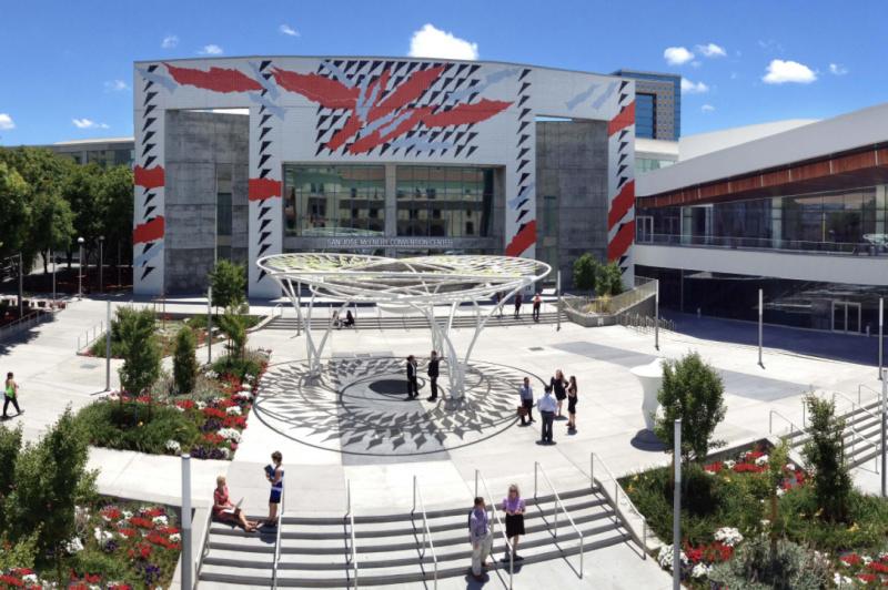 Apple Mulai Hias Gedung McEnery Convention Center, Tempat Untuk WWDC 2018