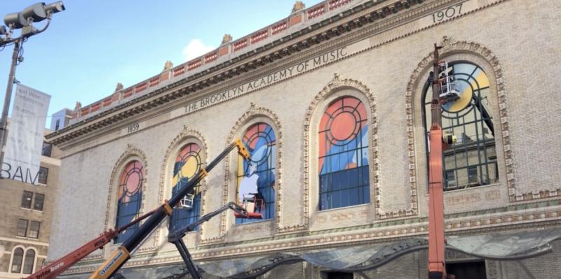 Gedung Howard Gilman Opera Dihias Jelang Apple Event Oktober 2018