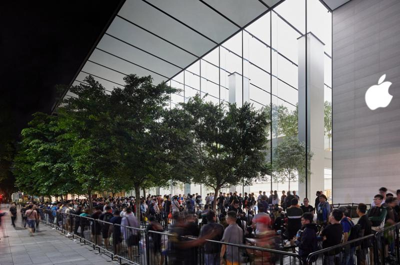 Harga Mahal, Antrean Pembeli iPhone 11 Tetap Panjang