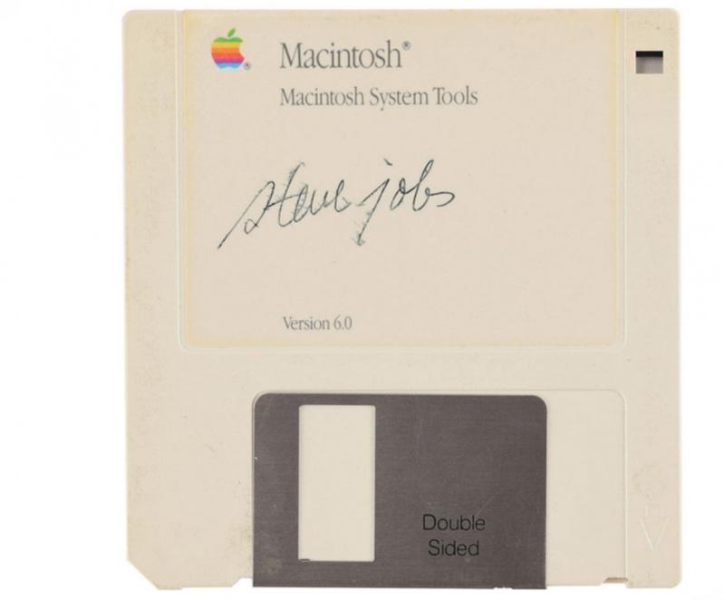 Disket Dengan Tanda Tangan Steve Jobs Resmi Dilelang