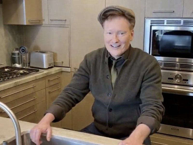 Conan O'Brien Pakai iPhone Untuk Syuting di Rumah
